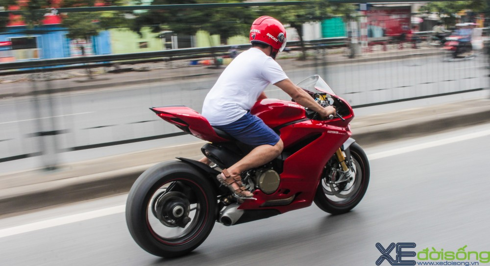 Can canh Ducati 1299 Panigale S dau tien tai Viet Nam voi gia 1 ty dong - 18