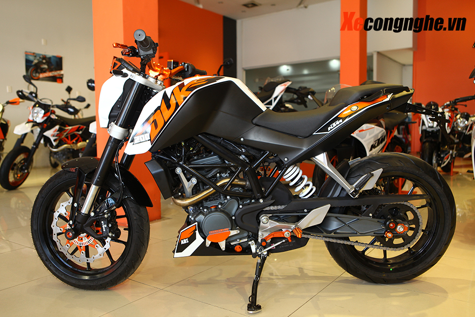 Can canh KTM Duke 200 ban 2015 moi ve Viet Nam