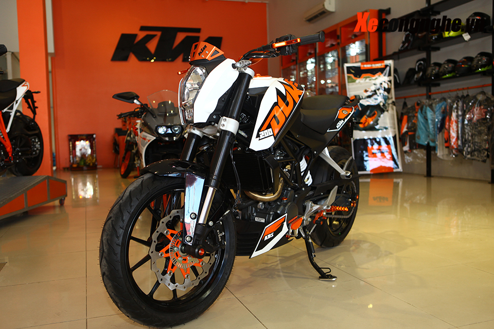 Can canh KTM Duke 200 ban 2015 moi ve Viet Nam - 2