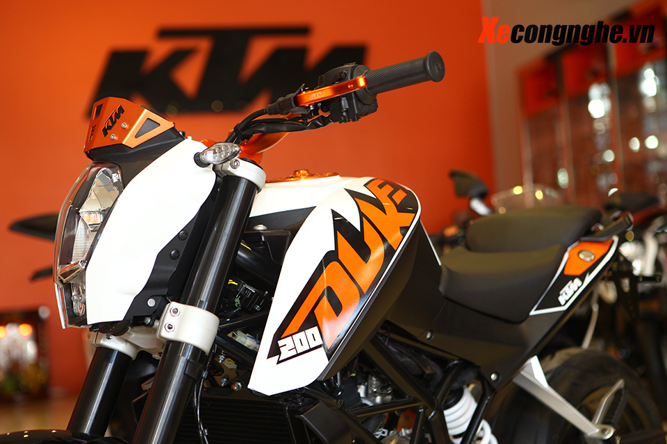 Can canh KTM Duke 200 ban 2015 moi ve Viet Nam - 4