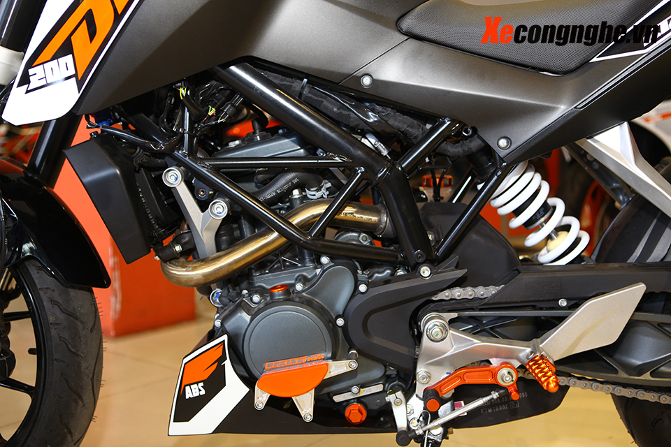Can canh KTM Duke 200 ban 2015 moi ve Viet Nam - 6