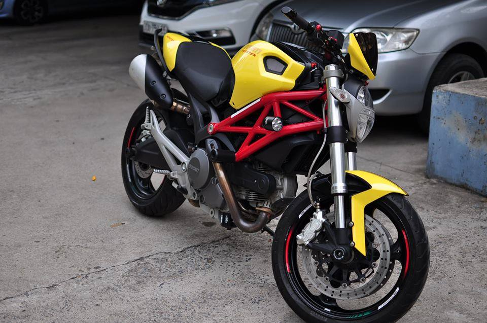 Ducati Monster 795 do noi bat voi tong vang do