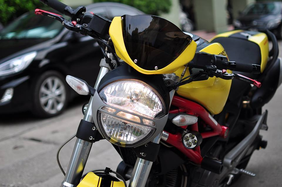 Ducati Monster 795 do noi bat voi tong vang do - 2