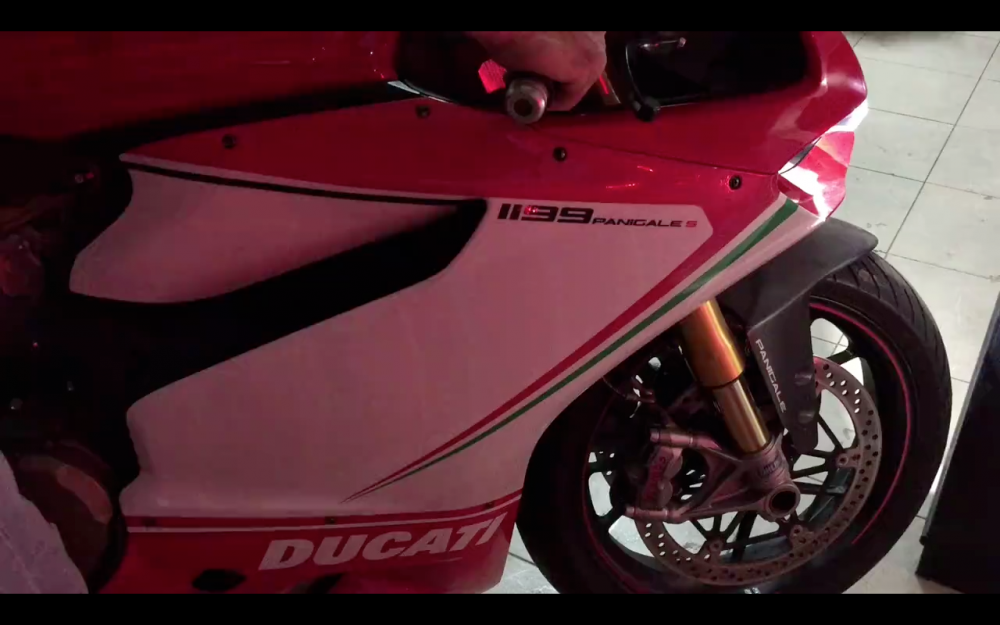 Ducati Panigale 1199 test po Austin Racing am thanh khung khiep