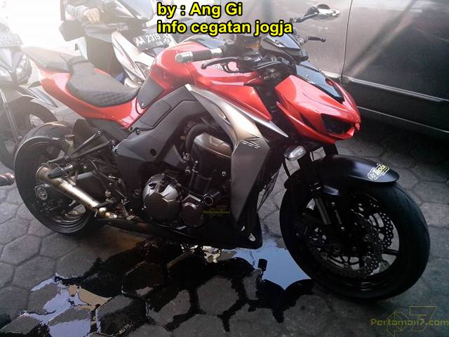 Kawasaki Z1000 be loc may vi tong Yamaha Vega ZR