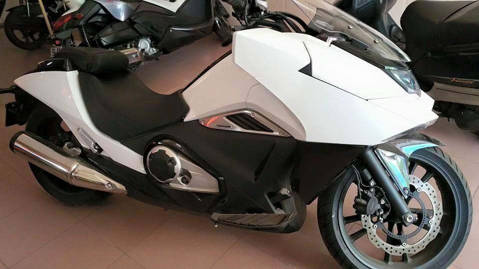 Showroom Moto Ken can ban Honda MN4 2015
