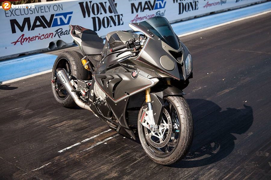 BMW S1000RR do chat choi voi phien ban DragBike