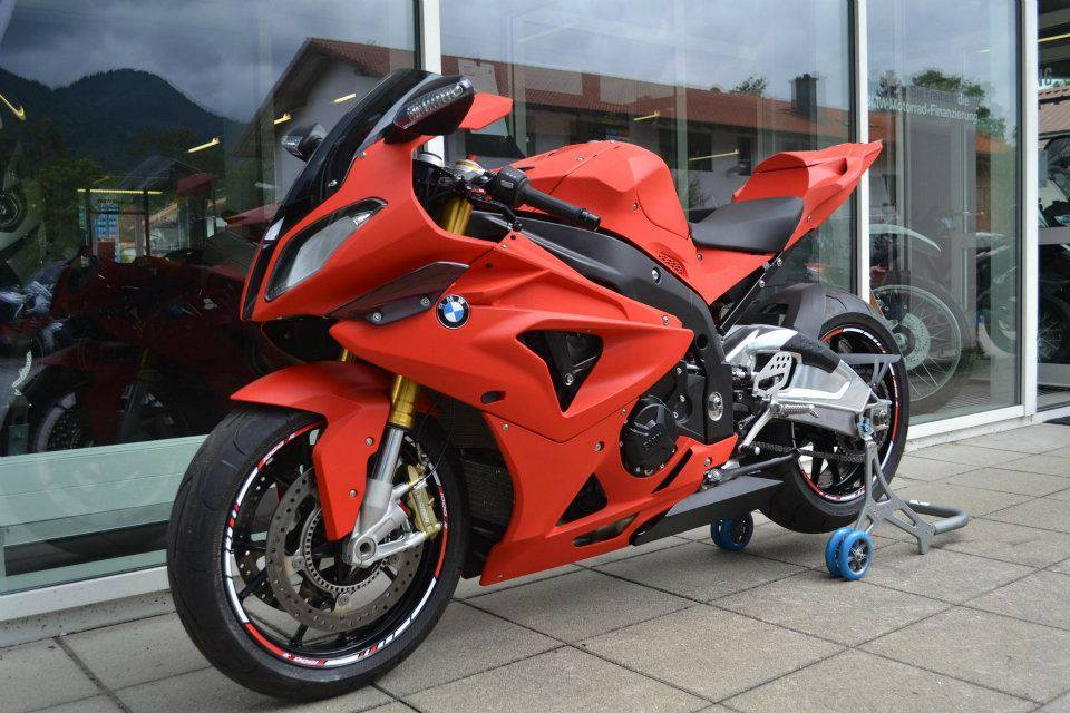 BMW S1000RR do day noi bat voi phien ban do nham - 10