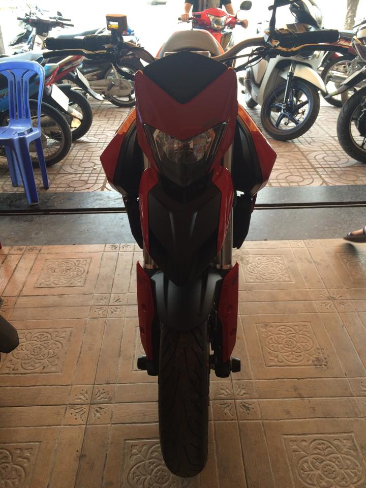 Can ban gap chiec ducati hyperstrada 821