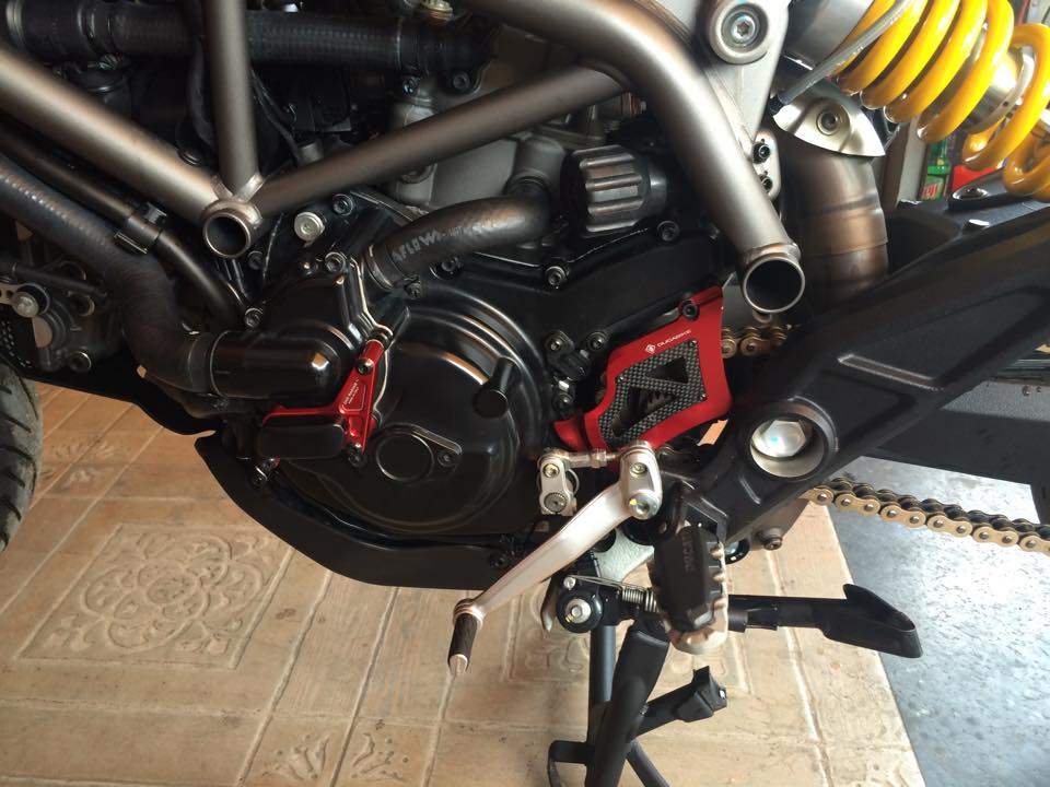 Can ban gap chiec ducati hyperstrada 821 - 4