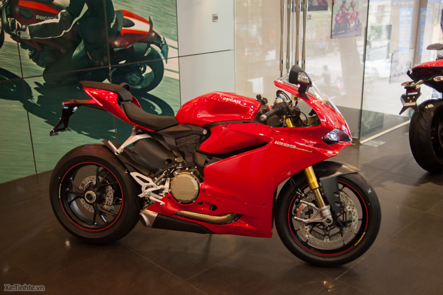 Can canh Ducati 1299 Panigale S chinh hang tai Viet Nam