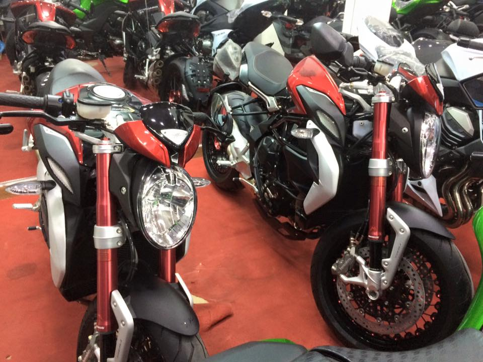 Showroom Moto Ken Z1000 than thanh con 2 chiec duy nhat gia tot cho anh em luon - 5
