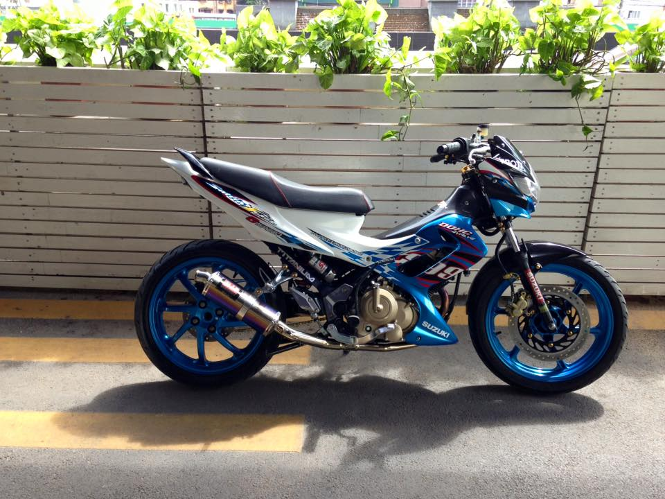 Suzuki Raider do that phong cach voi dan chan 1 gap