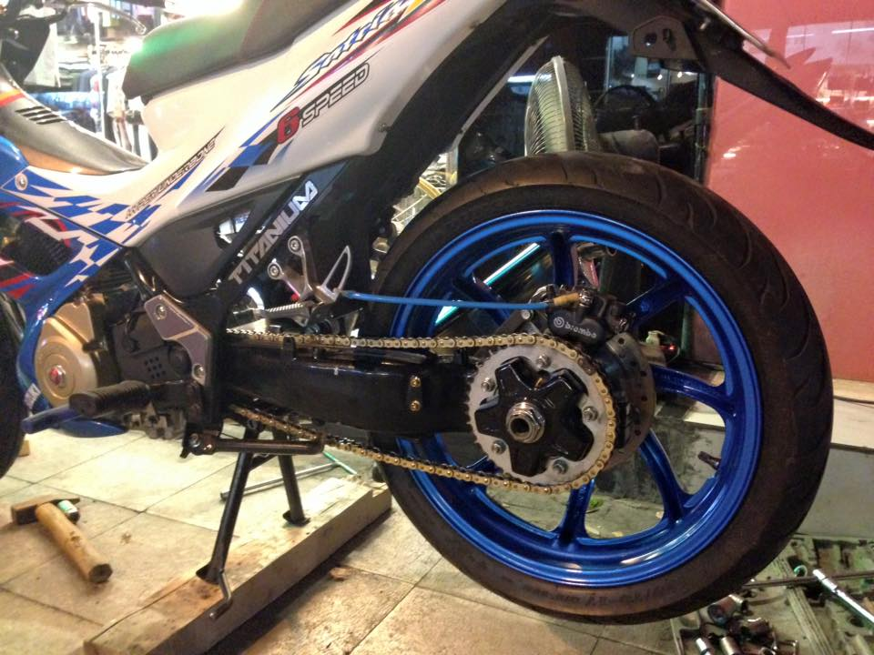 Suzuki Raider do that phong cach voi dan chan 1 gap - 4