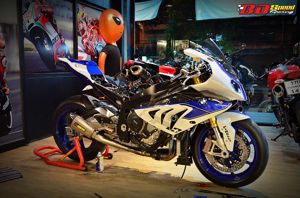 BMW HP4 sieu ca map xuong pho