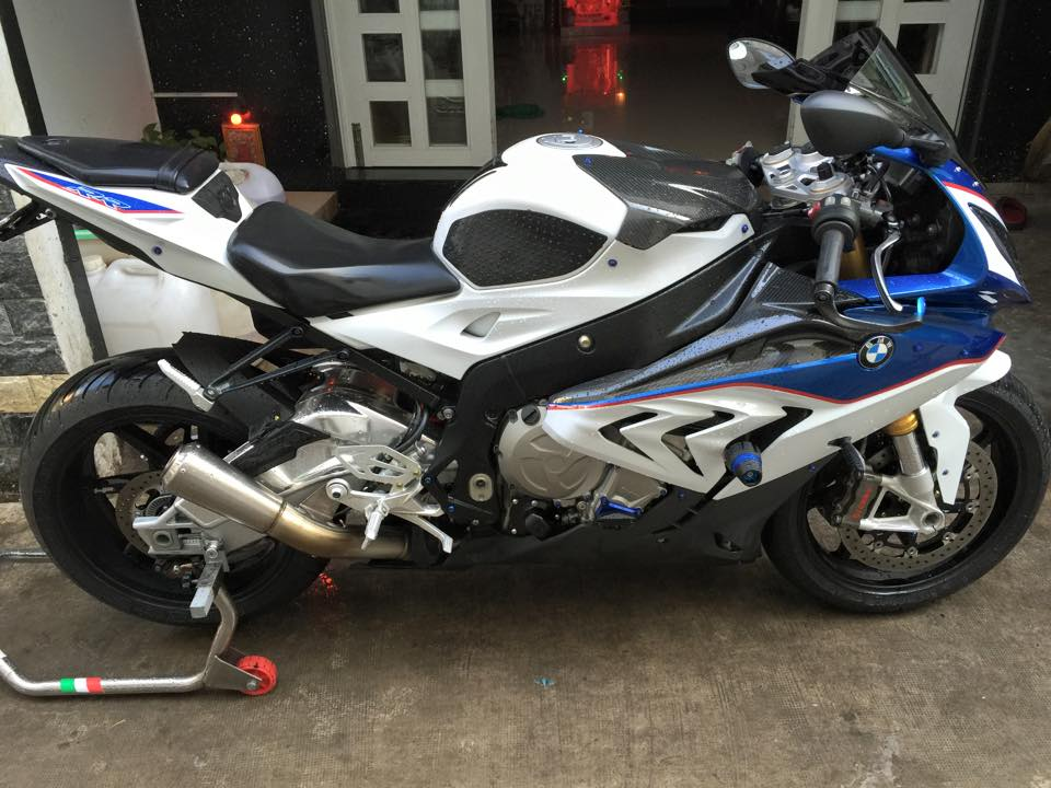 BMW S1000RR 2015 noi bat voi dan do choi hang hieu