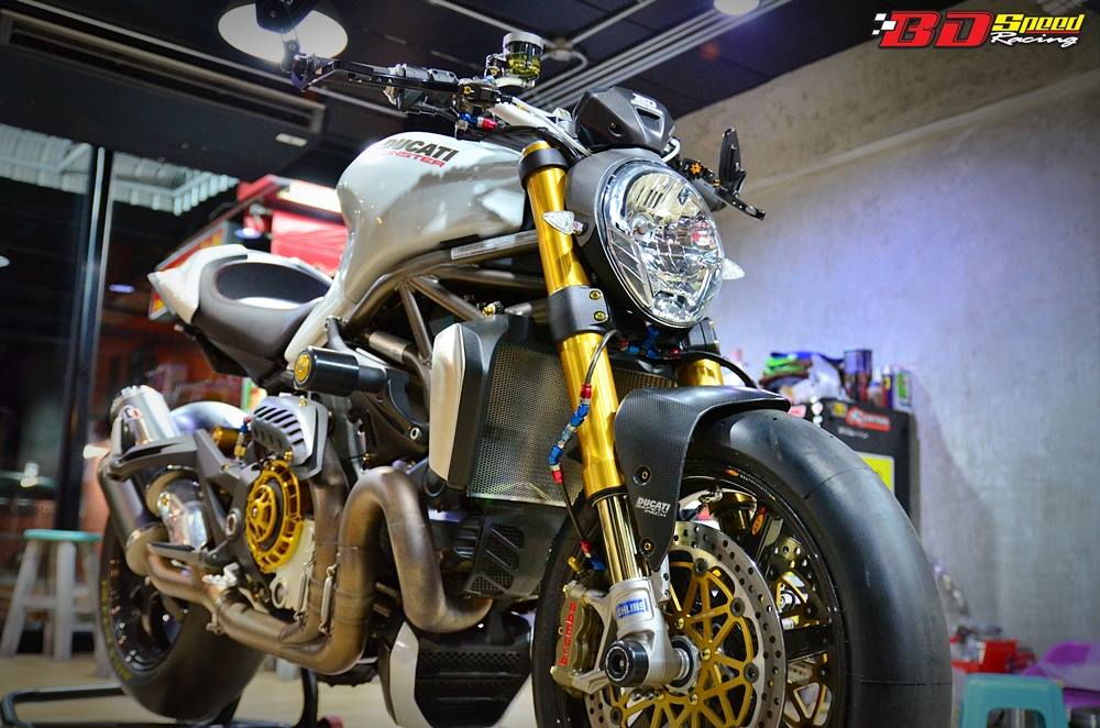 Ducati Monster 1200 do sieu khung voi dan do choi hang hieu - 11