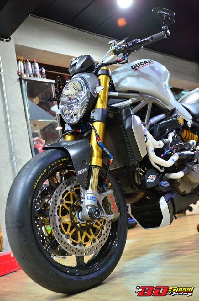 Ducati Monster 1200 do sieu khung voi dan do choi hang hieu - 2