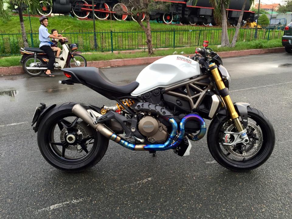 Ducati Monster 1200S 2015 do chat voi po Akrapovic full system Titanium
