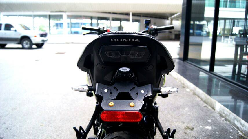 Honda CB650F do phong cach Emotion Full Carbon - 15