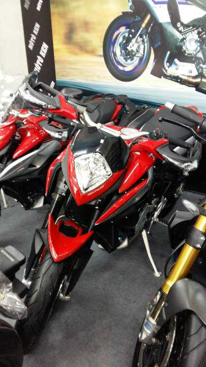 MV Agusta Rivele 800HQCNgia re va bao ten