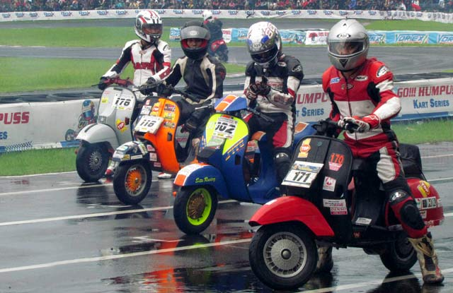 Vespa PX 150 racing stylephong cach moi