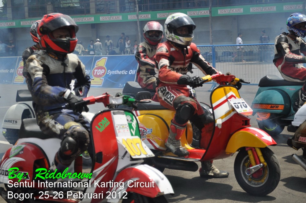 Vespa PX 150 racing stylephong cach moi - 2
