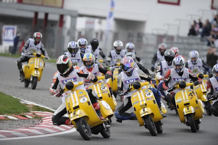 Vespa PX 150 racing stylephong cach moi - 3