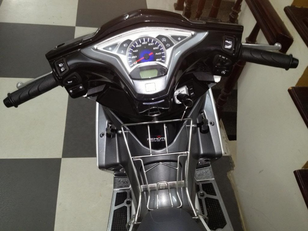 Air Blade 125 trang xam Dk 2014 or doi exciter