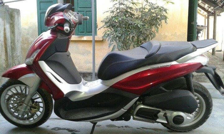 Ban xe Piaggio Beverly 125 ie nhap khau mau do doi 2011