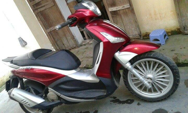 Ban xe Piaggio Beverly 125 ie nhap khau mau do doi 2011 - 2