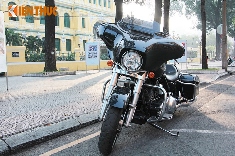 Can canh HarleyDavidson Street Glide gia 11 ty tren pho Sai Thanh