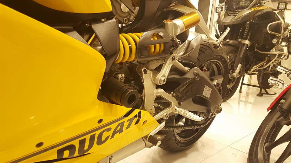 Ducati 899 Panigale vang sac so - 5