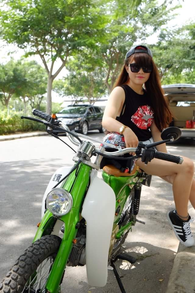 Hot girl cung xe cub do - 5