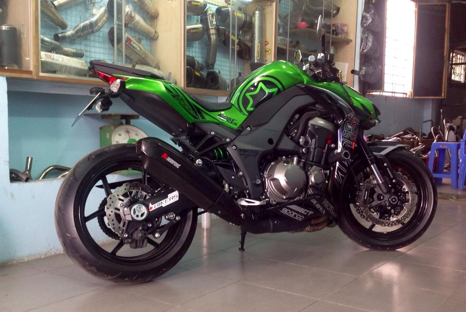 Kawasaki Z1000 than thanh gac po Akrapovic Carbon 2015 - 2