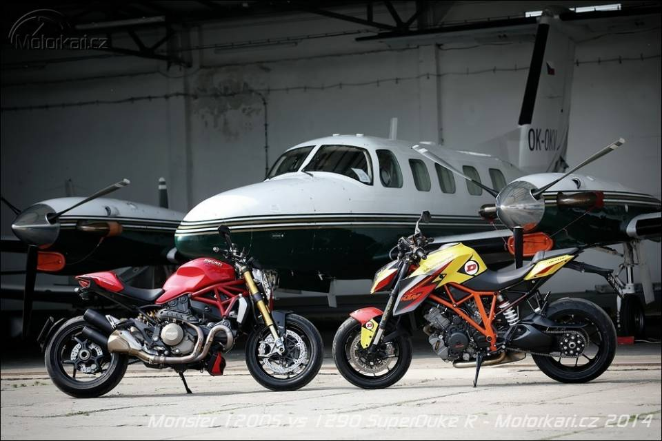 Ke tam lanh nguoi nua can KTM Duke Super 1290 R vs Ducati Monster 1200S - 13