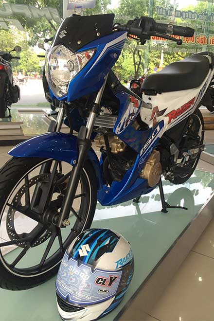 Suzuki Raider R150 la mat voi dan ao do tu dai ly chinh hang - 2
