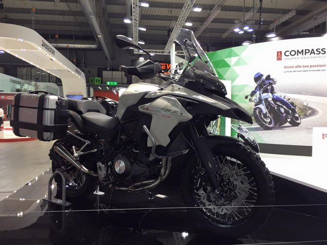 Benelli TRK 502 mau Adventure tam trung day an tuong tai EICMA 2015 - 2
