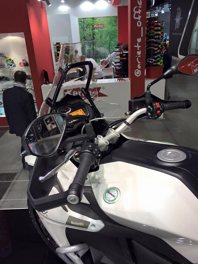 Benelli TRK 502 mau Adventure tam trung day an tuong tai EICMA 2015 - 5