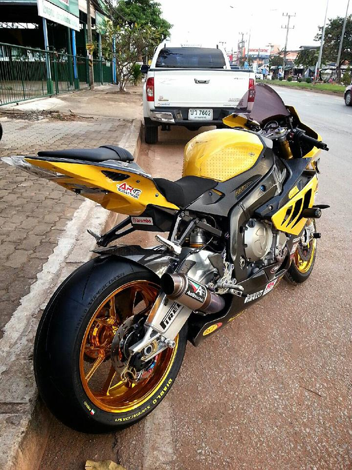 BMW S1000RR do mau vang doc cung dan option day hang hieu - 4