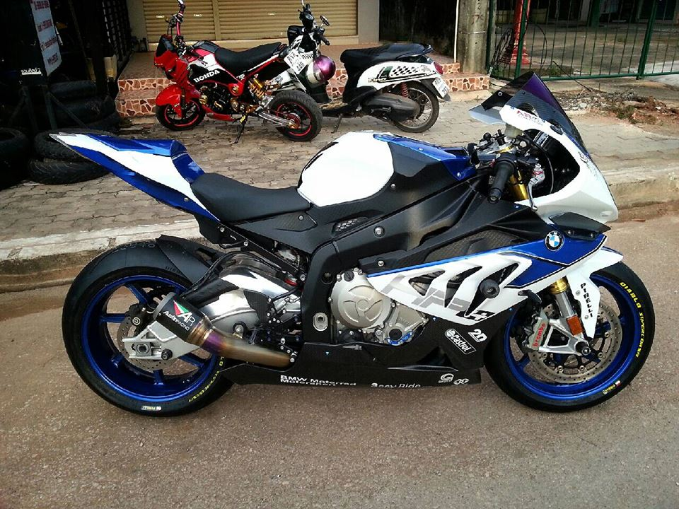 BMW HP4 do nhe voi nhung mon do choi hang hieu