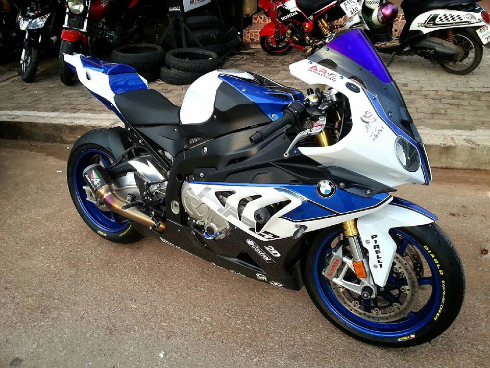 BMW HP4 do nhe voi nhung mon do choi hang hieu - 2