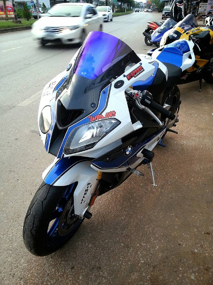 BMW HP4 do nhe voi nhung mon do choi hang hieu - 3