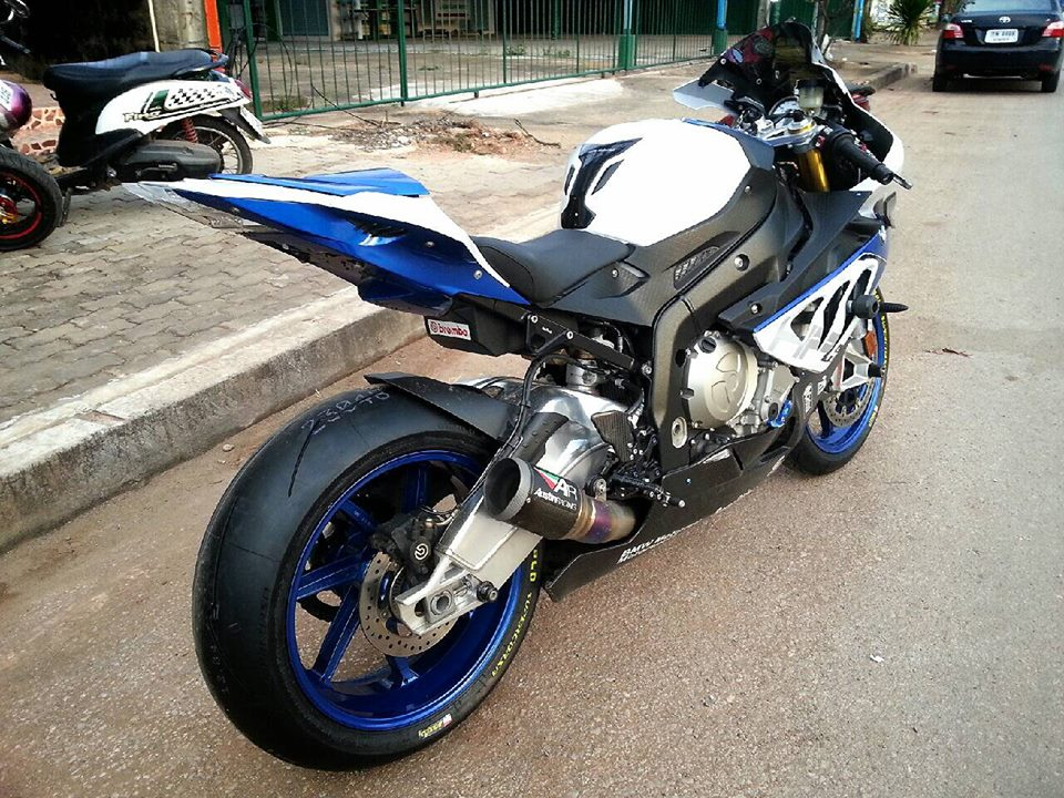 BMW HP4 do nhe voi nhung mon do choi hang hieu - 4