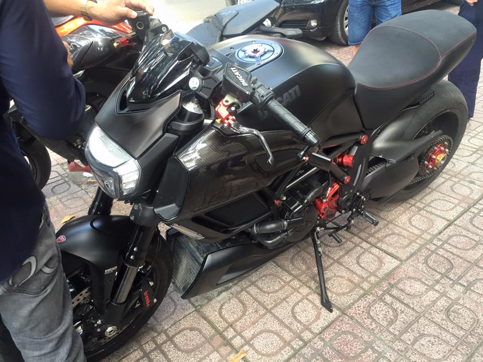 Ducati Diavel do day carbon tai dat Sai Gon