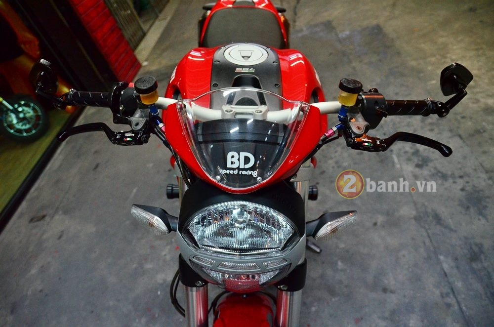 Ducati Monster 795 do don gian voi nhung mon do choi hang hieu - 3