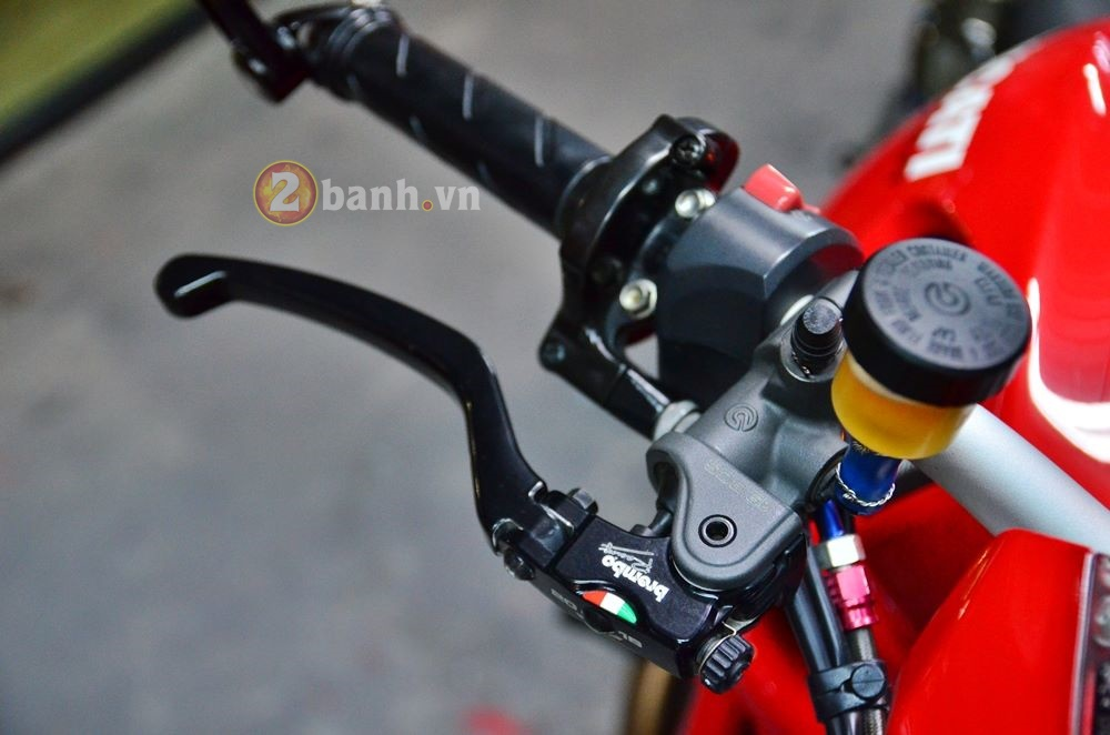 Ducati Monster 795 do don gian voi nhung mon do choi hang hieu - 4