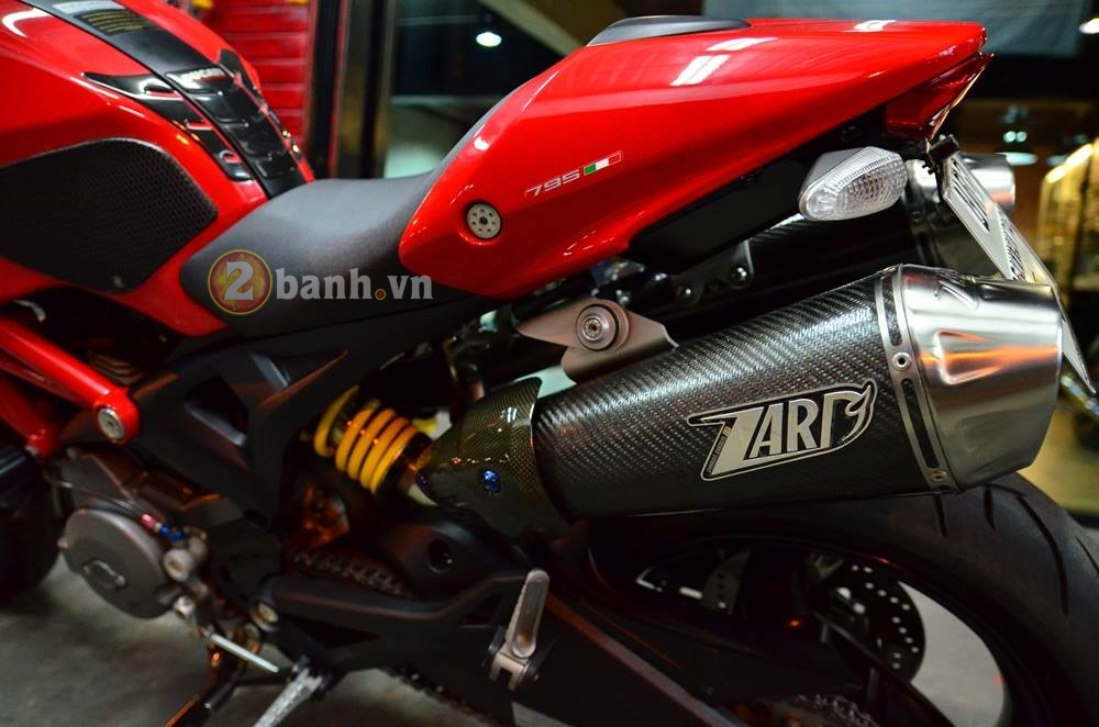 Ducati Monster 795 do don gian voi nhung mon do choi hang hieu - 9