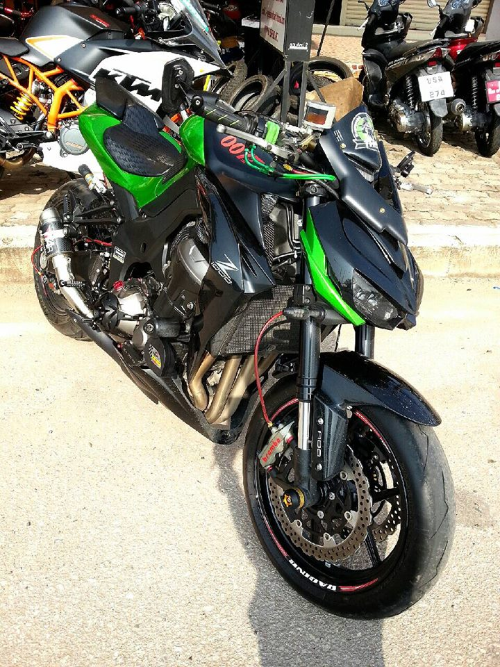Kawasaki Z1000 do hap dan voi nhieu do choi hang hieu - 3