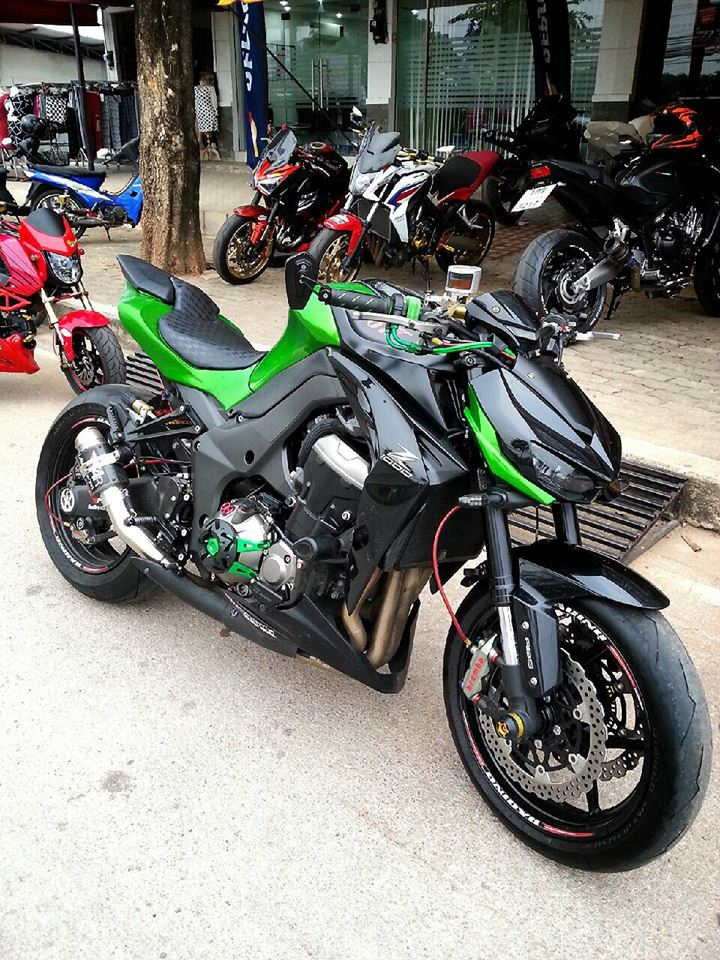 Kawasaki Z1000 do hap dan voi nhieu do choi hang hieu - 4